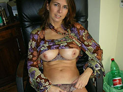 WifeBucket Pics | Cheating wife nude in the office