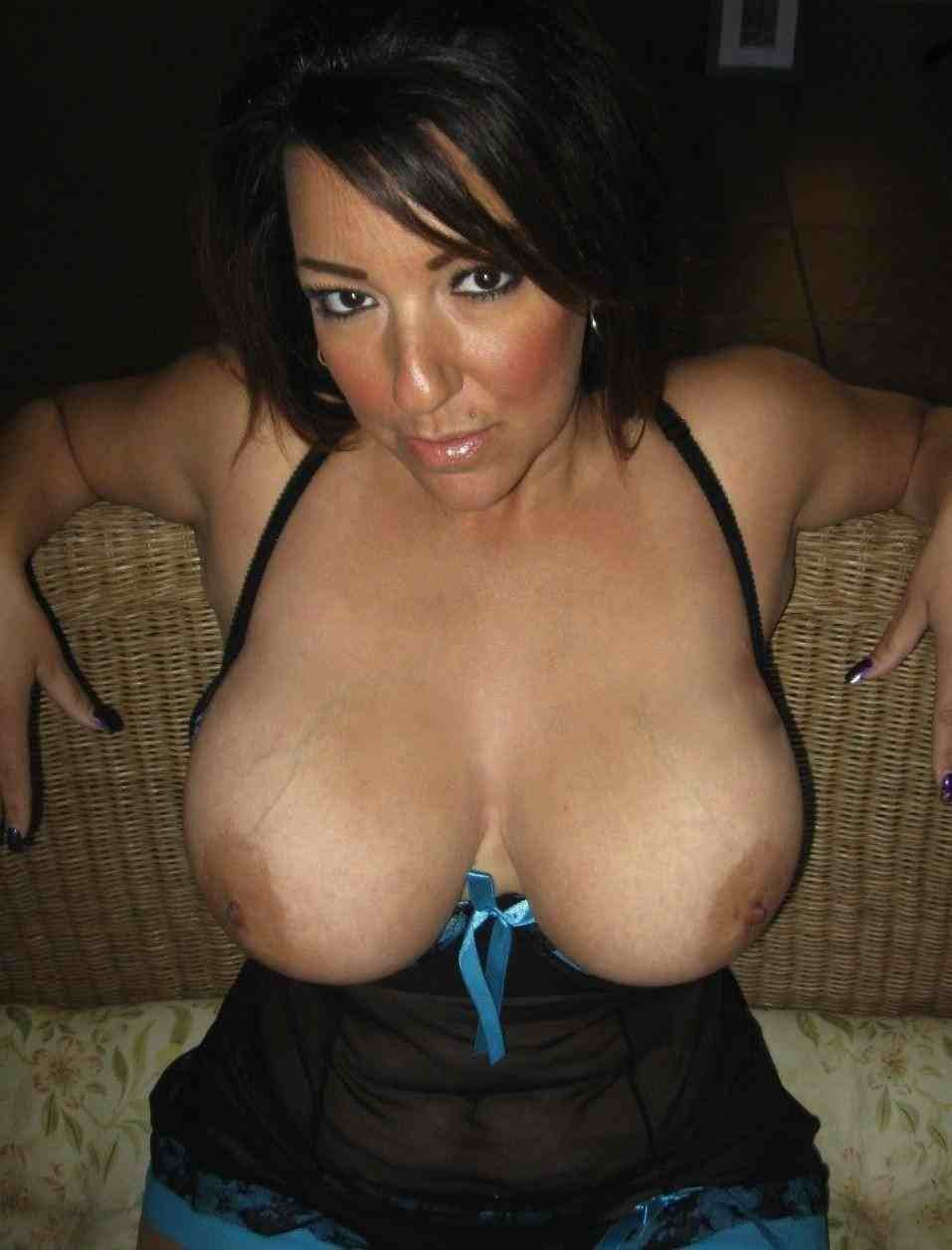 Bigtit older wife nude at home