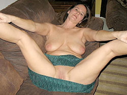 WifeBucket Pics | Busty mature wife homemade nudes