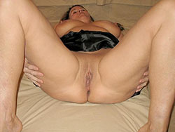 WifeBucket Pics | Naked photos of a hot older amateur wife