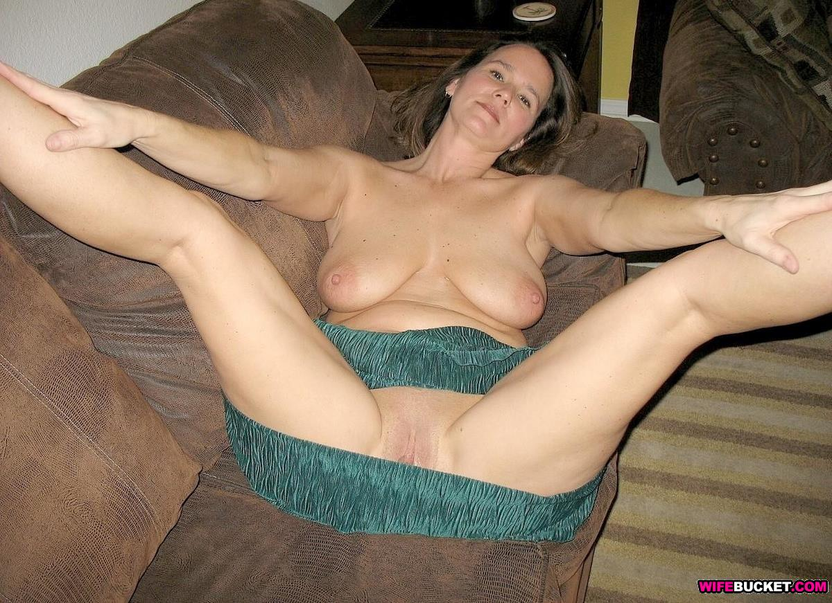 Sexy Busty Naked Wives
