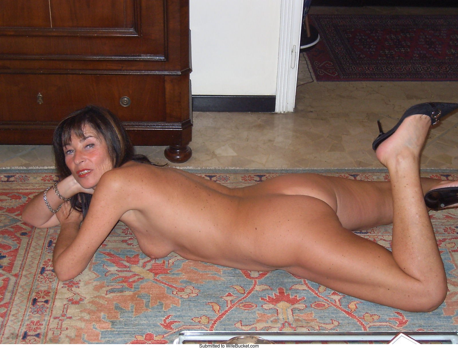 Amateur wife exposed nude