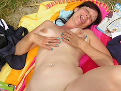 WifeBucket Pics | Real amateur MILFs naked
