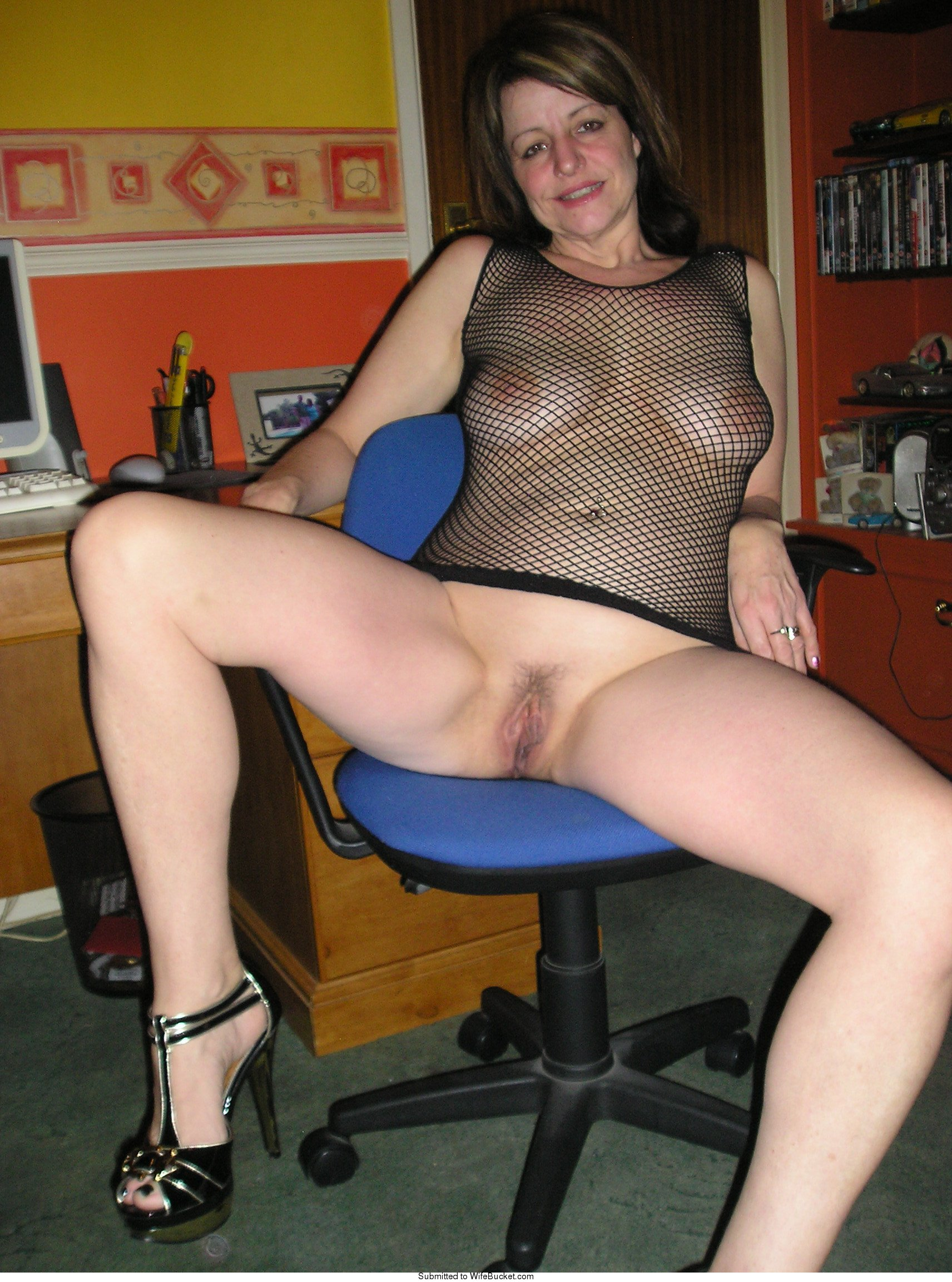 MILF spreading legs wide