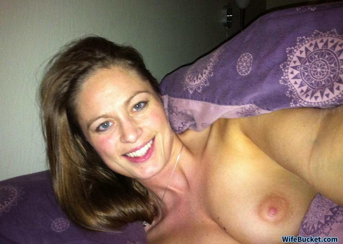 WifeBucket Pics | Nude selfies from a real MILF