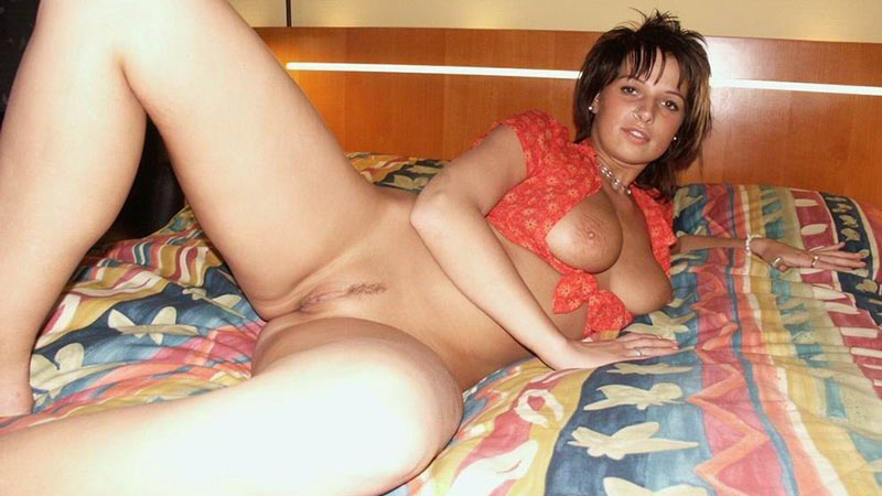 WifeBucket Pics | Nude photo of a pretty wife with big and heavy tits