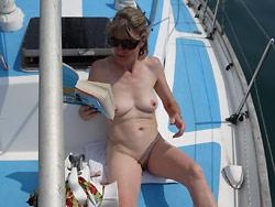 WifeBucket Pics | Amateur MILF naked pics