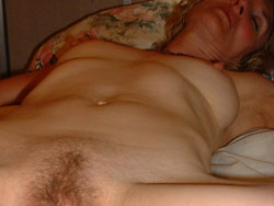 WifeBucket Pics | Naked wife fingered in bed