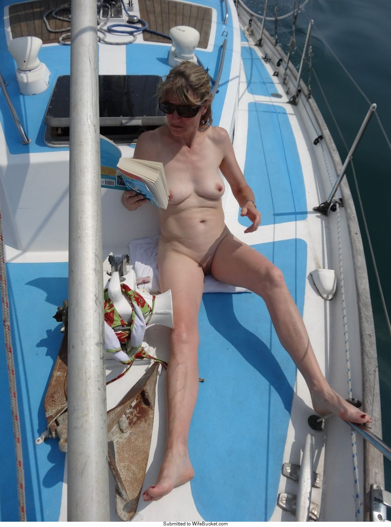 Amateur MILF naked pics