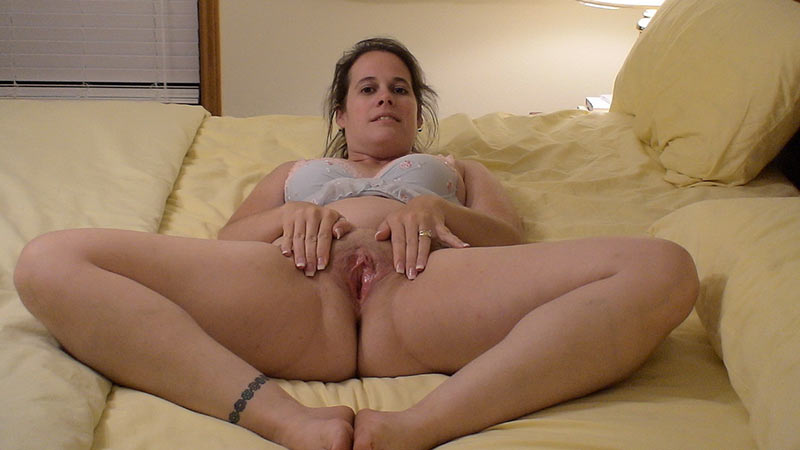 Chubby older wife spreads on the bed