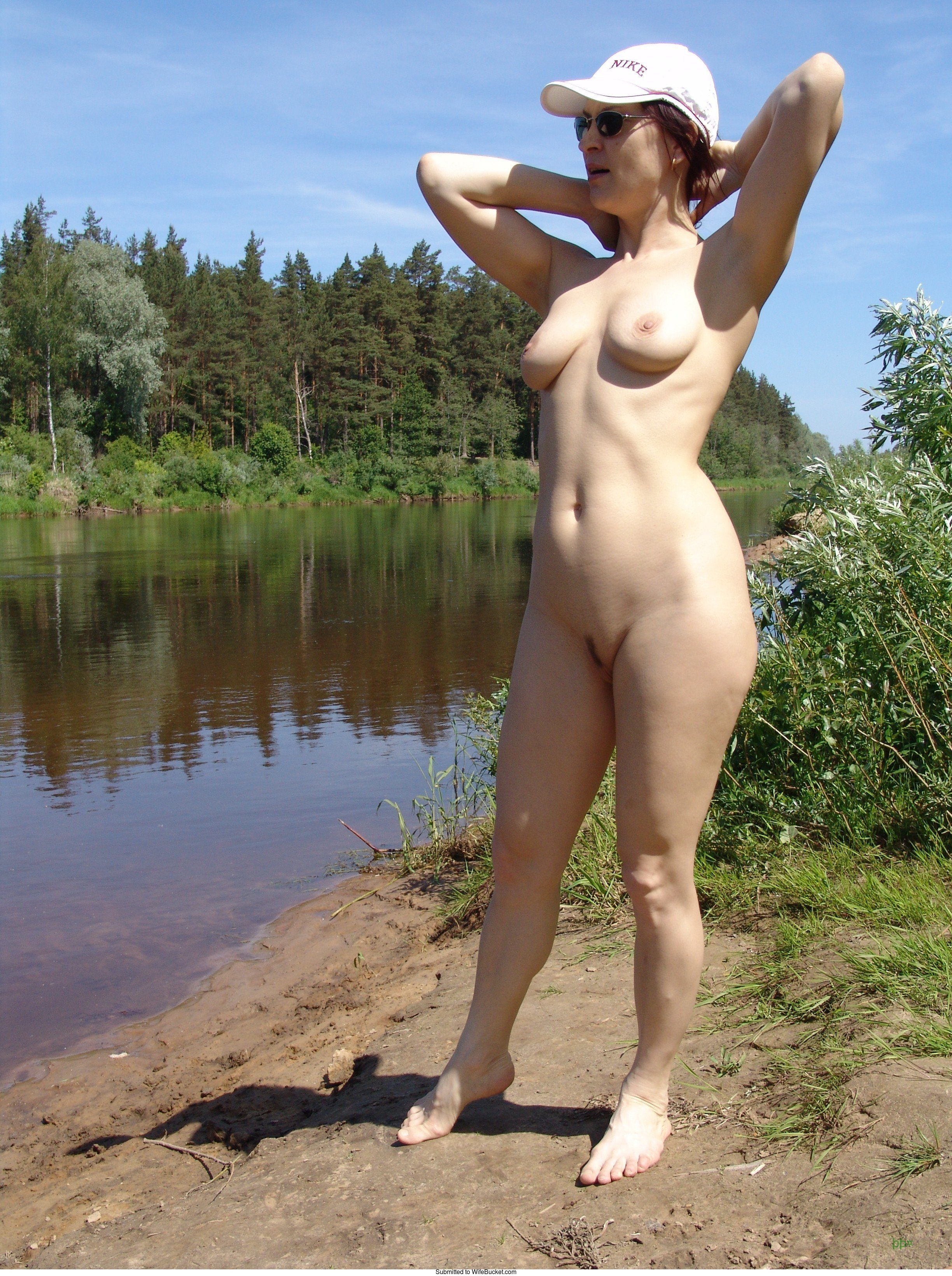 Naked mom river — pic 1