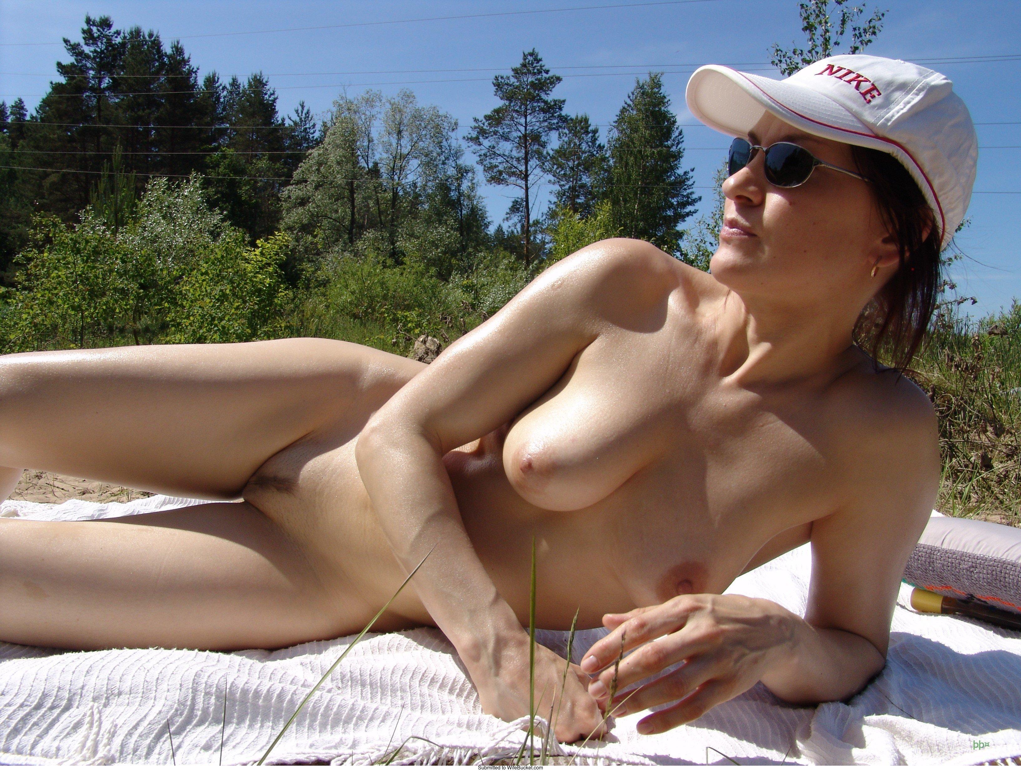 Skinny nude wife