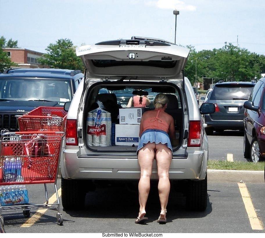 shopping naked pics