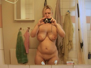 WifeBucket Pics | Mature wife naked selfie