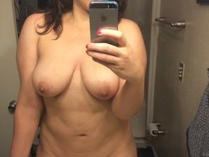 WifeBucket Pics | Amateur wife mirror selfie