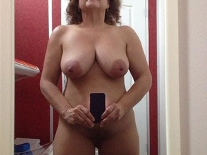 WifeBucket Pics | Mirror selfie fully naked
