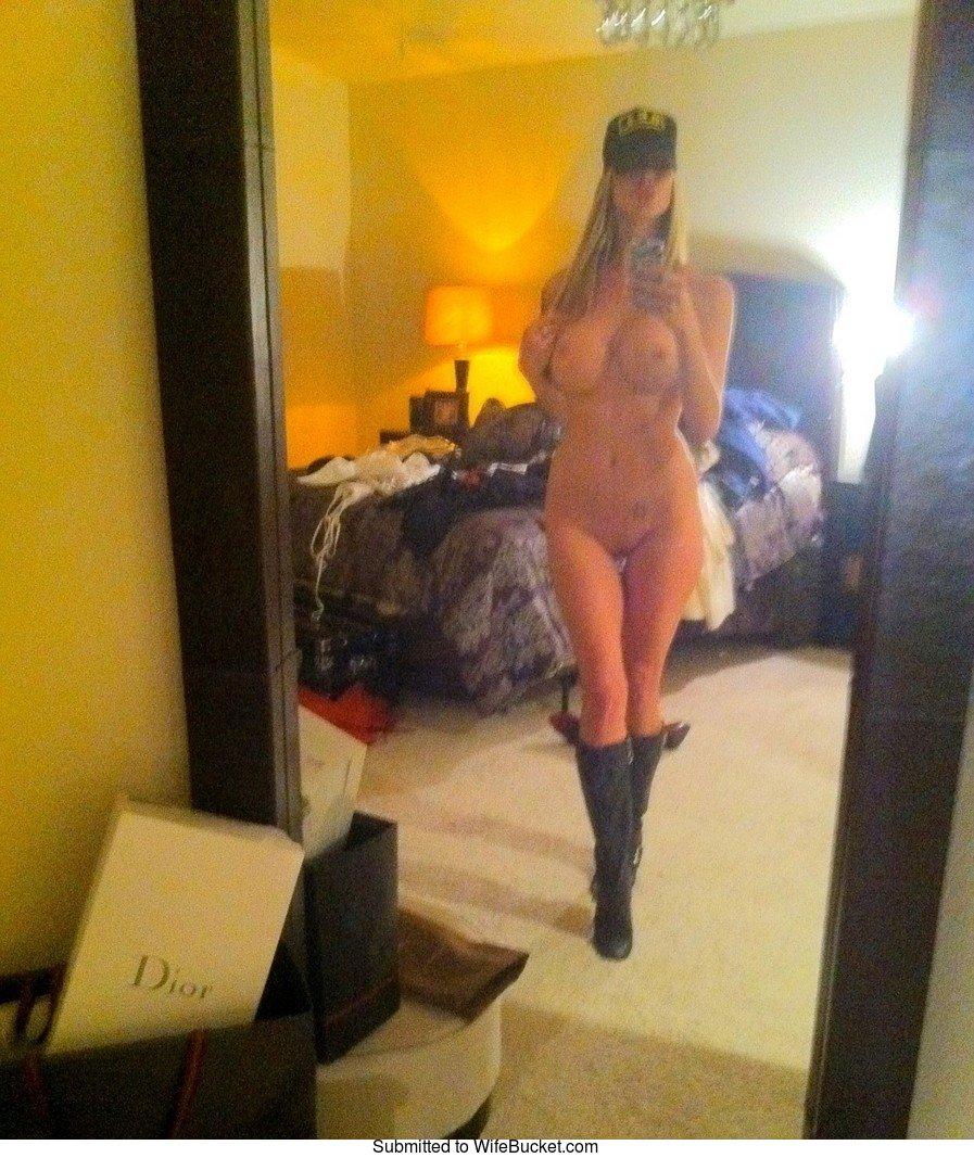 Wifebucket  Nude Selfies, Mirror Nudes, Sexting Pics-5782