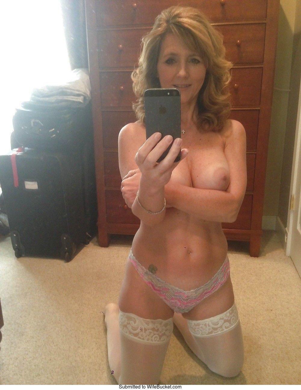 Wifebucket  Nude Selfies Of Wives Over 40-7922