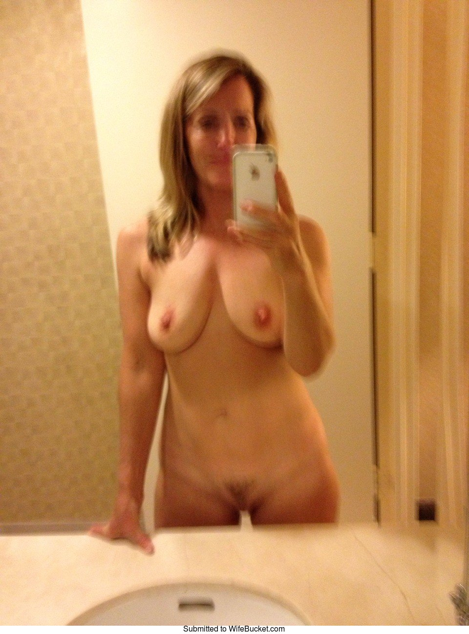 Wifebucket  Mature Women And Their Naughty Naked Selfies-4793