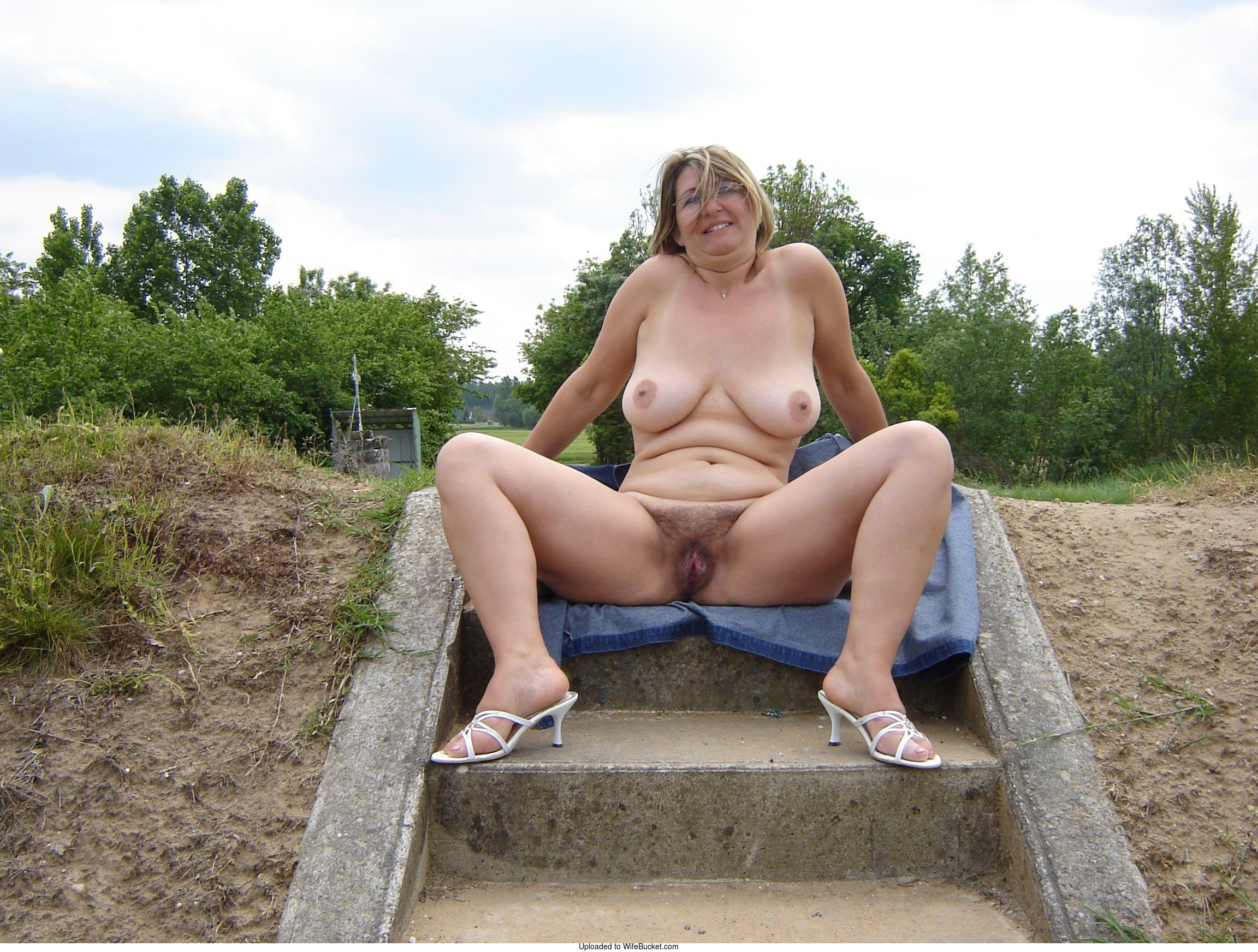 Wifebucket  Mature Mom Of 3 Loves Being Naked In Public-7430