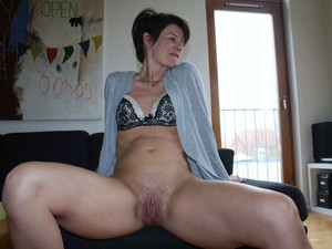 WifeBucket Pics | french wife naked at home