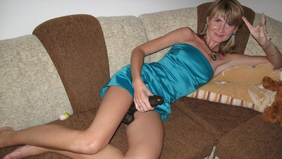 Blonde MILF makes a great show with a big black sex toy