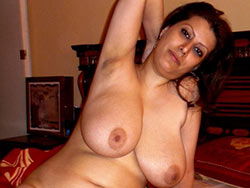 WifeBucket Pics | Nude pics of a bigtit Arab wife