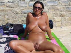 Mature wife with big tits tanning nude