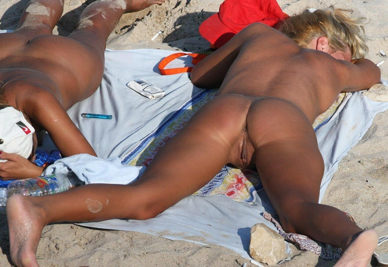 MILF friends tanning their labias on the nudist beach