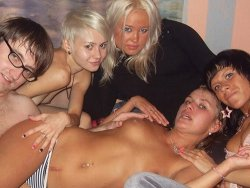 WifeBucket Pics | Real couples fucking at the orgy