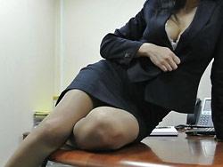 WifeBucket Pics | Office MILF nudes