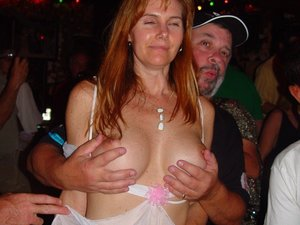 WifeBucket Pics | wife naked in public