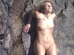 Outdoor sex with a hot amateur wife