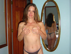 Real amateur wife naked at home