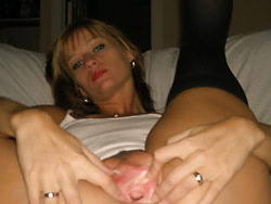 Sexting pics from a hot MILF wife