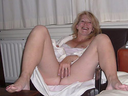 Homemade nudes of a hot mature lady