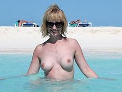 Cuckolding MILF homemade porn pics