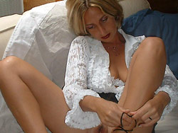 Naked pics of a real cheating MILF wife