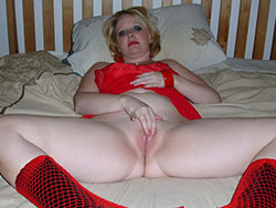 Homemade blowjobs from a hot MILF wife
