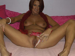 Home-made nudes of a real amateur wife