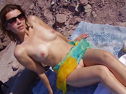 Homemade nudes from a flexible MILF wife