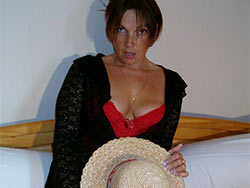 Amateur MILF home sex pics
