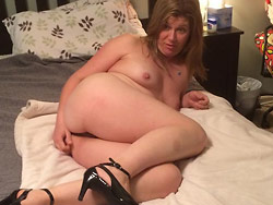 Nude pics of real amateur MILF