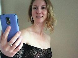 Naked MILF selfies